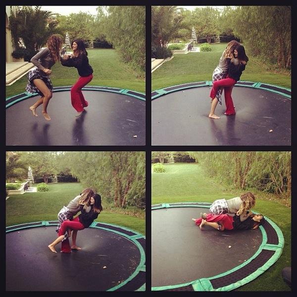 Kardashianki skaczą na trampolinie (FOTO)