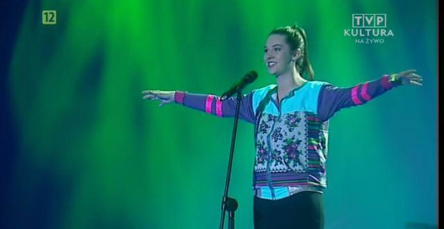 Karolina śpiewająca o narkotykach robi furorę w sieci VIDEO