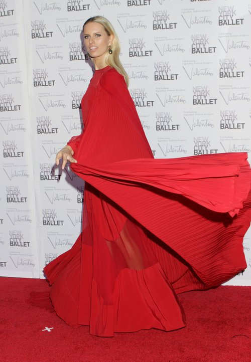Czerwony namiot na czerwonym dywanie (FOTO)