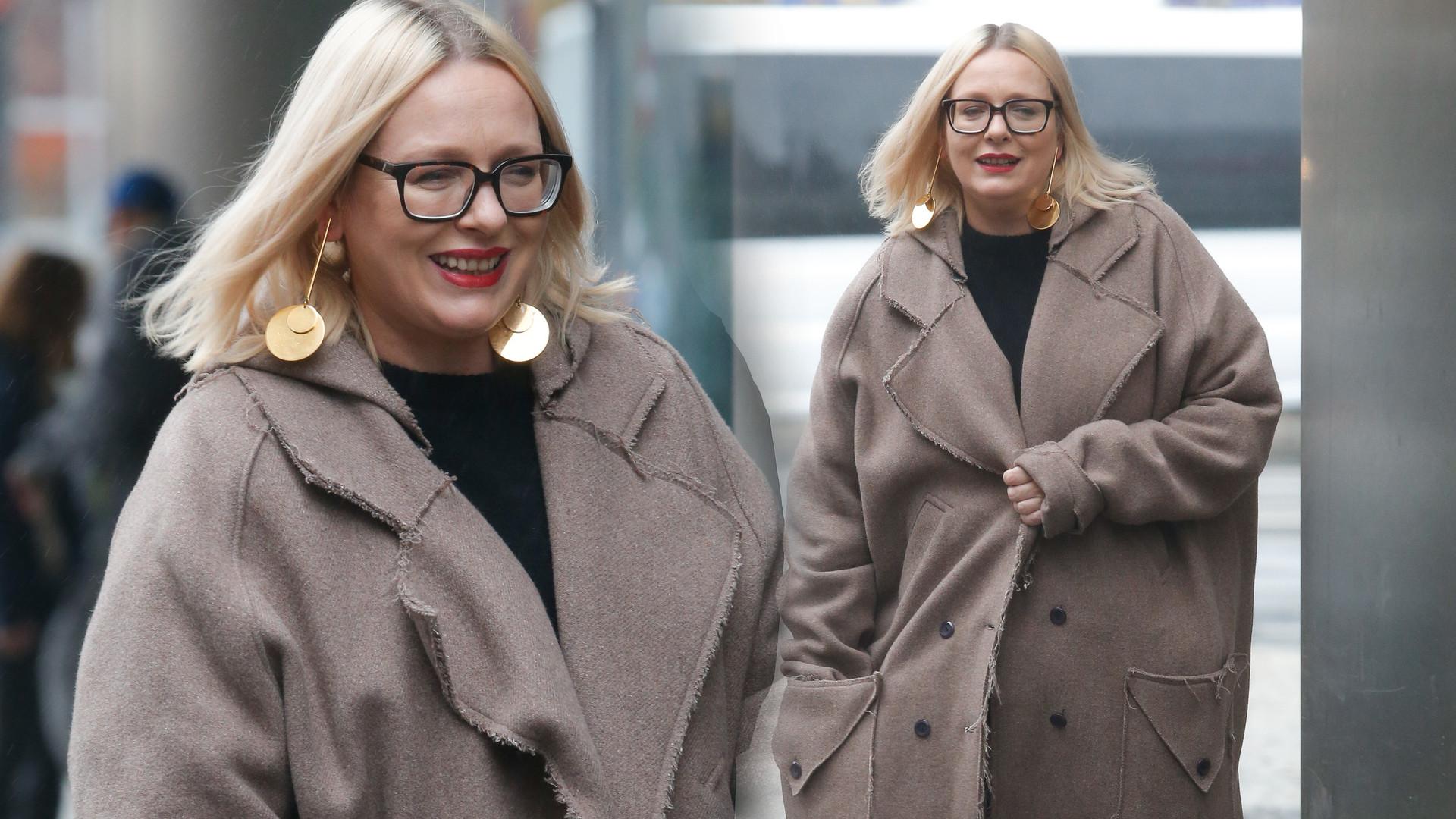 Kasia Nosowska w ogromnym płaszczu przed studio DDTVN (ZDJĘCIA)