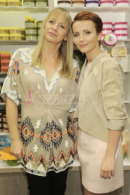 Kasia Zielińska buszuje w sklepie z kosmetykami (FOTO)