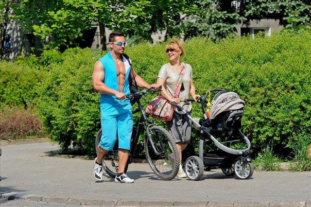 Katarzyna Skrzynecka i Marcin Łopucki na spacerze (FOTO)