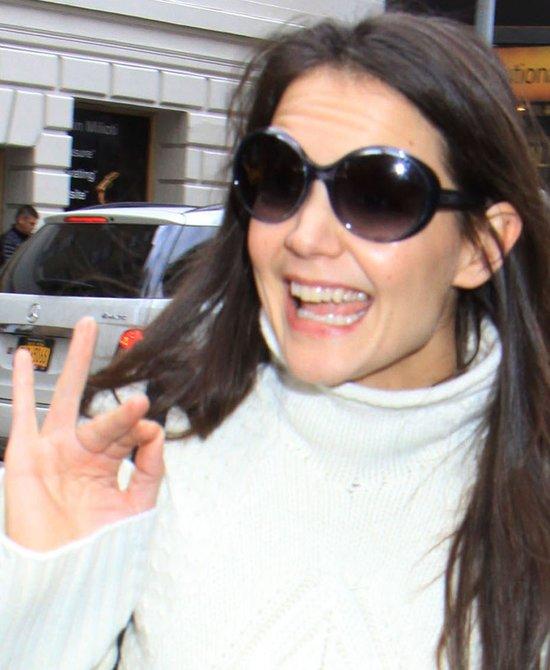Uśmiechnięta od ucha do ucha Katie Holmes (FOTO)