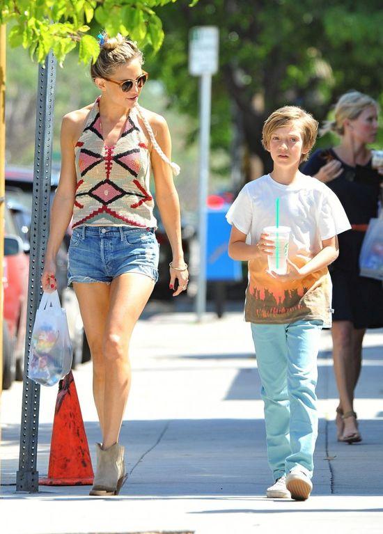 Nowa dziewczyna Chrisa Martina przyłapana z synem (FOTO)