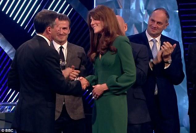 Po Kate Middleton jeszcze nie widać ciąży (FOTO)
