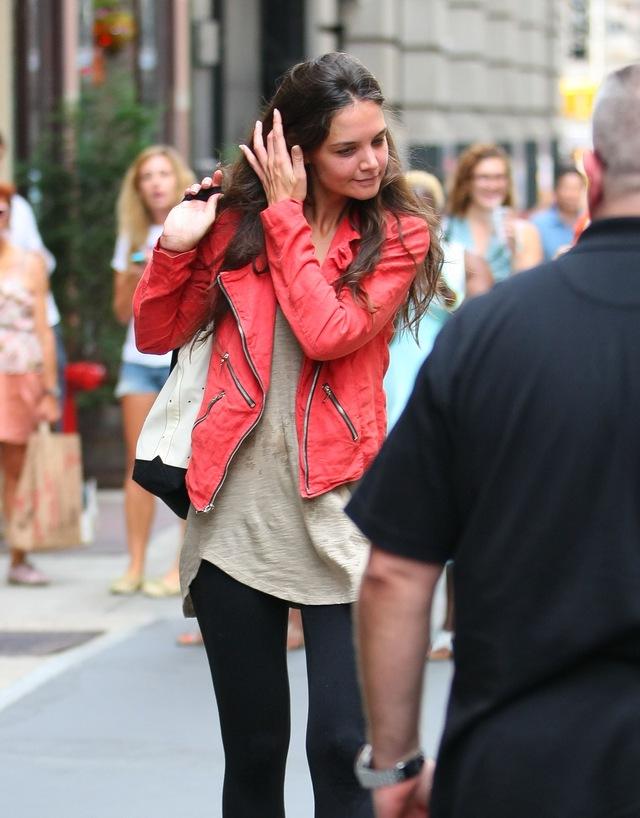 Katie Holmes już nie pozwala nosić Suri butów na obcasach