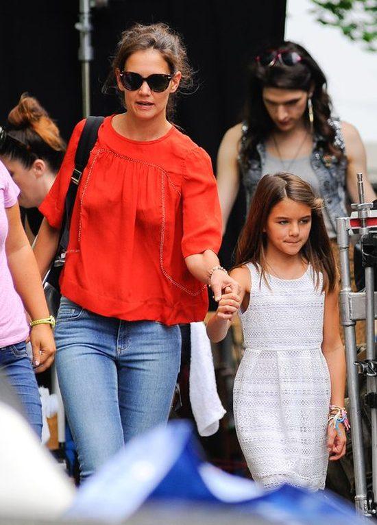 Katie Holmes - samotna mama godzi obowiązki (FOTO)