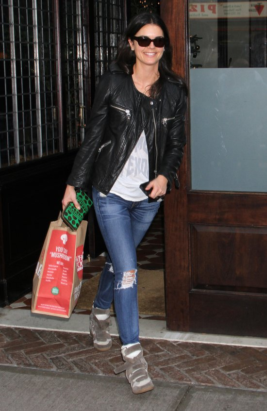 Russell Crowe spotyka si� z 31-letni� Katie Lee