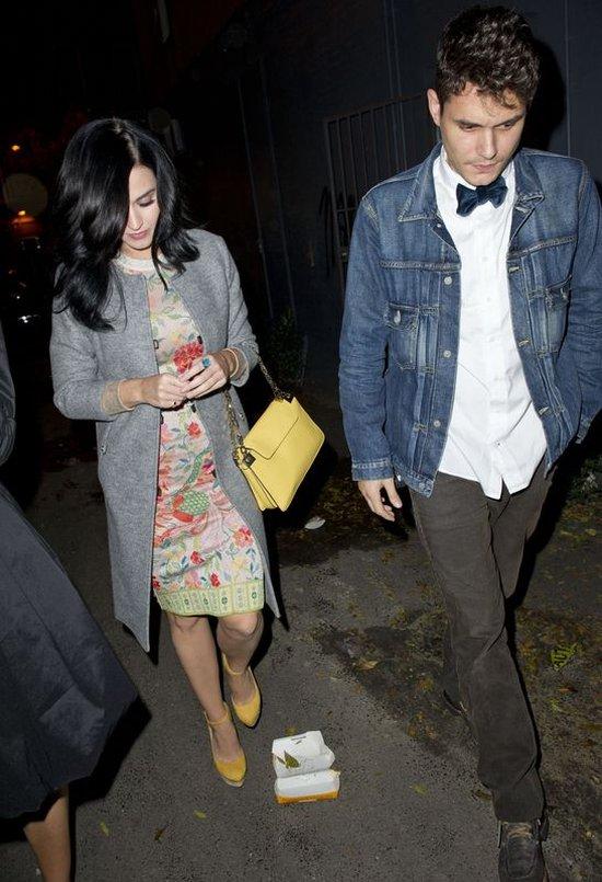 Szykowna Katy Perry z Johnem na kolacji (FOTO)