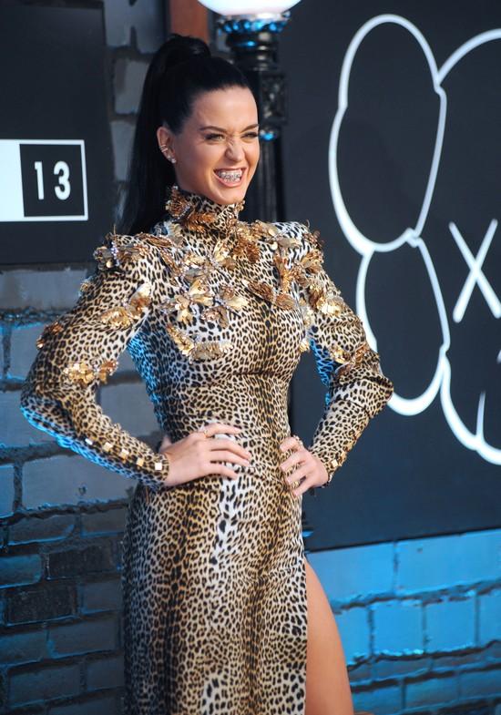 Katy Perry na MTV VMA 2013: Z�oty grill na z�bach (FOTO)