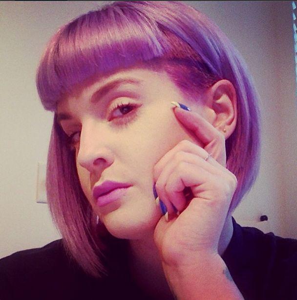 Kelly Osbourne w nowej fryzurze i bez makijażu (FOTO)