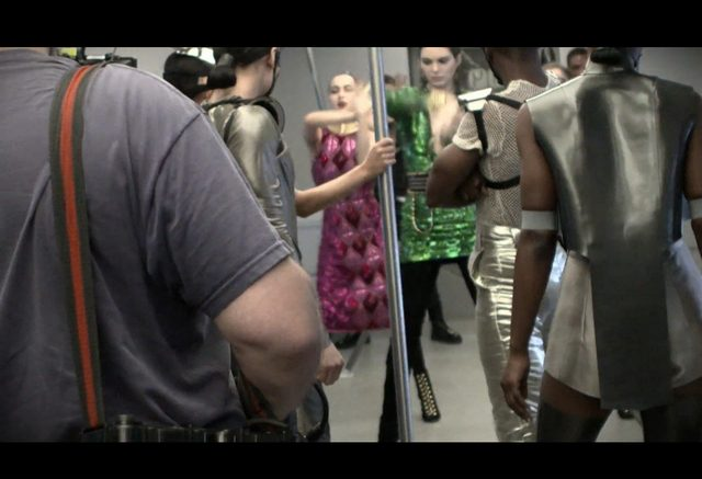 Kendall Jenner TA�CZY w reklamie Balmain [VIDEO]