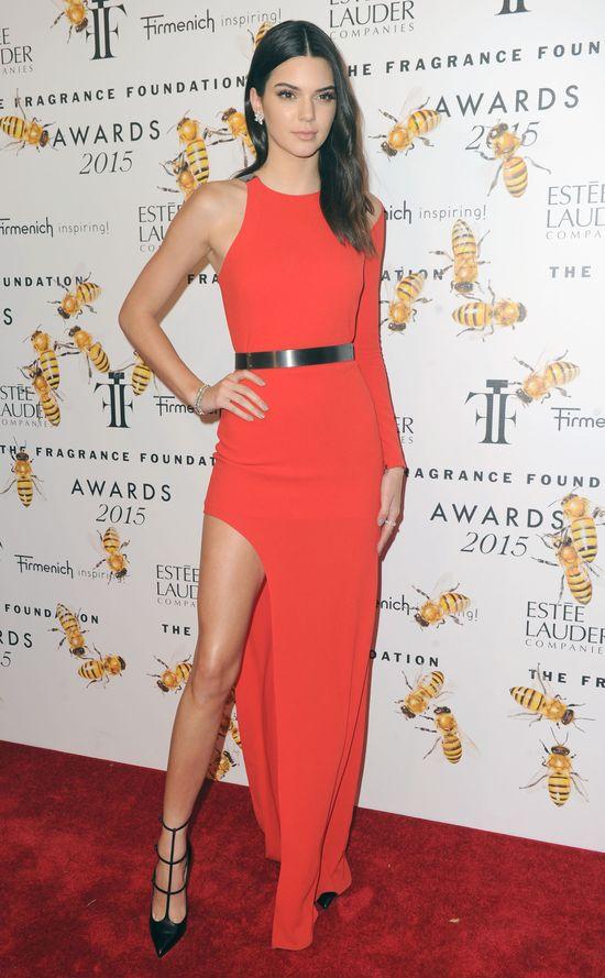 Kendall Jenner pokazała nogi do nieba (FOTO)