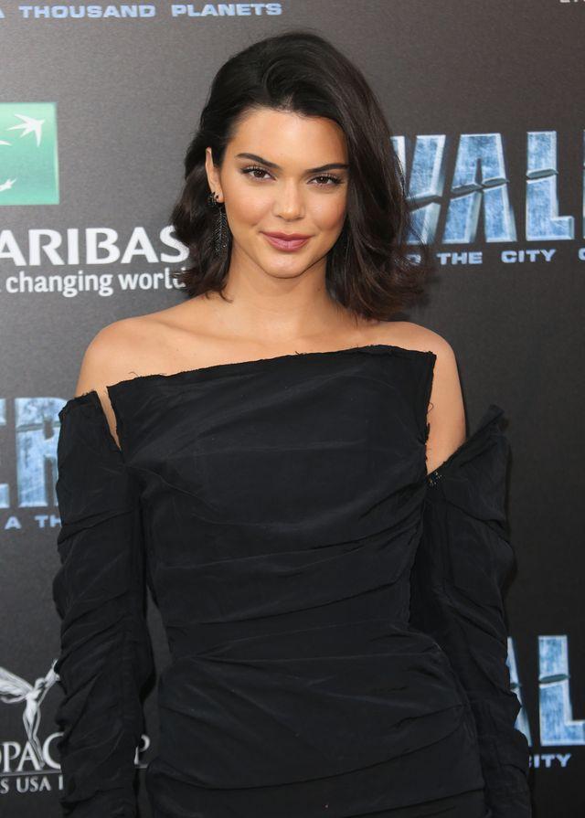 Po pokazie Kendall Jenner pokazała Emily Ratajkowski, gdzie jej miejsce?