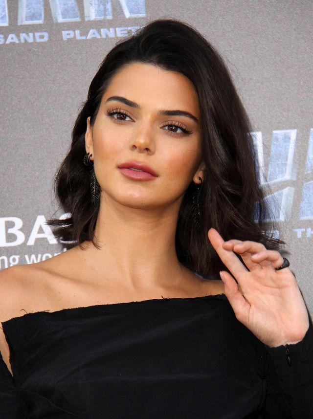 Kendall Jenner WYPRZEDZIŁA Gisele Bundchen - jest NAJLEPIEJ ZARABIAJĄCĄ modelką