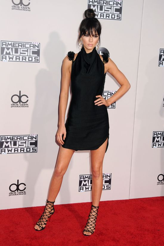 Selena Gomez zdradzi�a SEKRET Kendall Jenner!