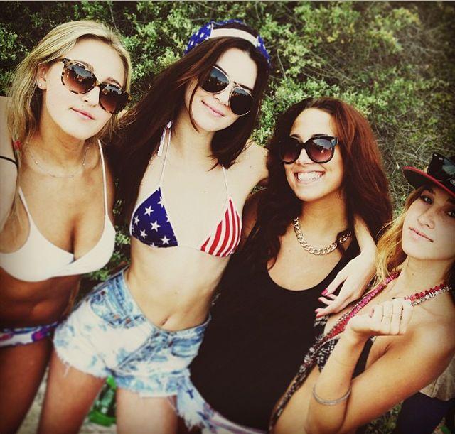 Kendall Jenner w patriotycznym bikini (FOTO)