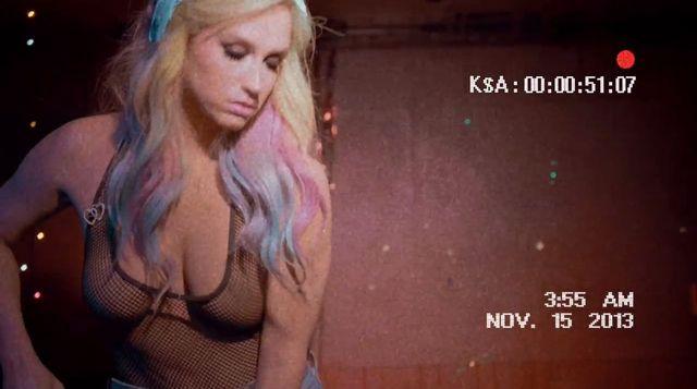 Ke$ha robi striptiz w najnowszym teledysku (VIDEO)