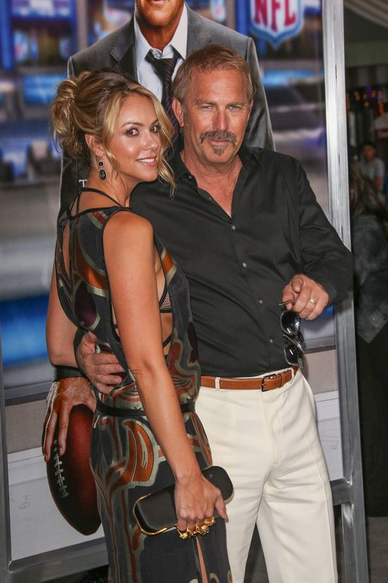 Kevin Costner ma bardzo �adn� �on� (FOTO)