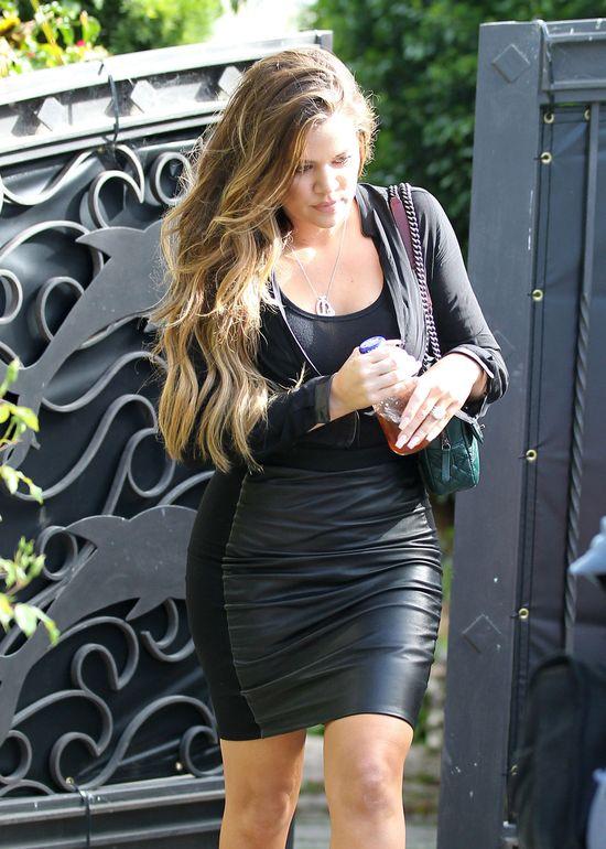 Khloe Kardashian pokazuje �rodkowy palec paparazzi (FOTO)