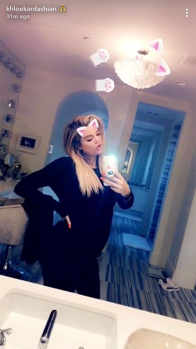 Khloe Kardashian pokazała, jak naprawdę wygląda jej brzuszek (Snapchat)