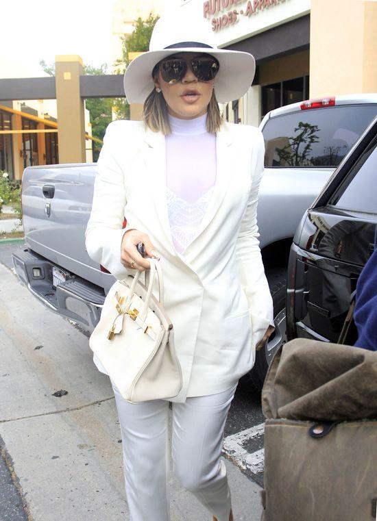 Szczegóły pierwszego razu Khloe Kardashian zna teraz cały świat