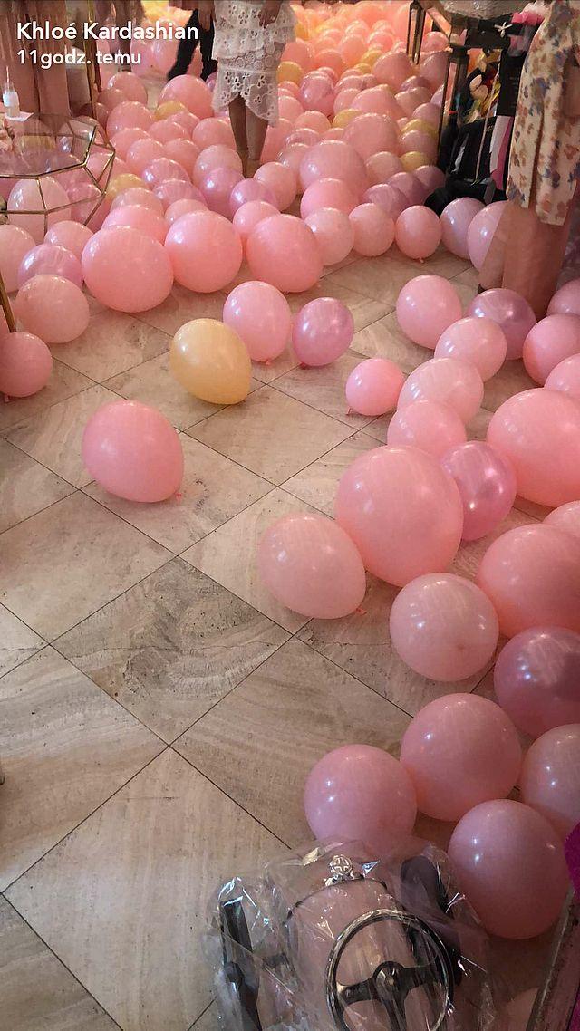 Khloe Kardashian urządziła BABY SHOWER! Było naprawdę NA BOGATO (ZDJĘCIA)