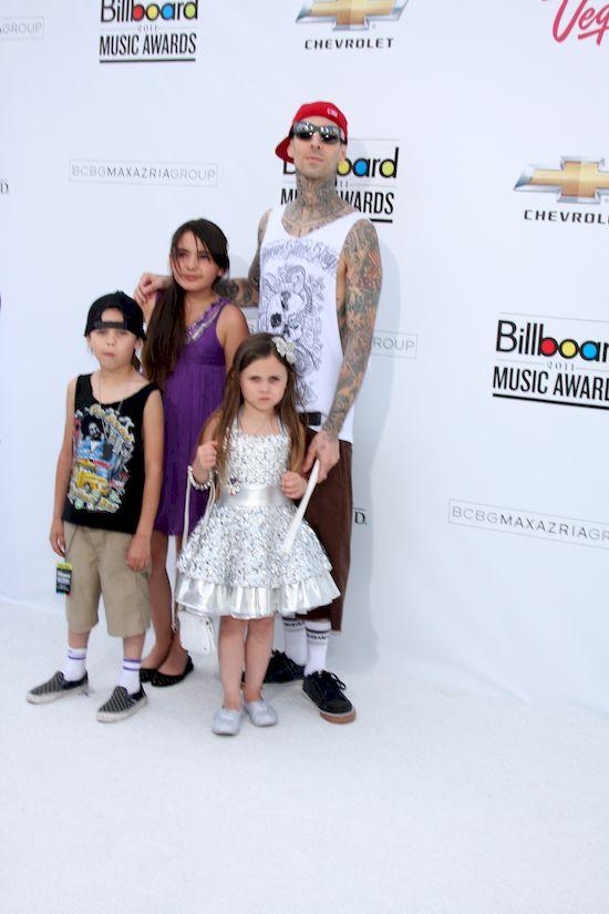 Nie poznaliby�cie dzieci Travisa Bakera z Blink 182