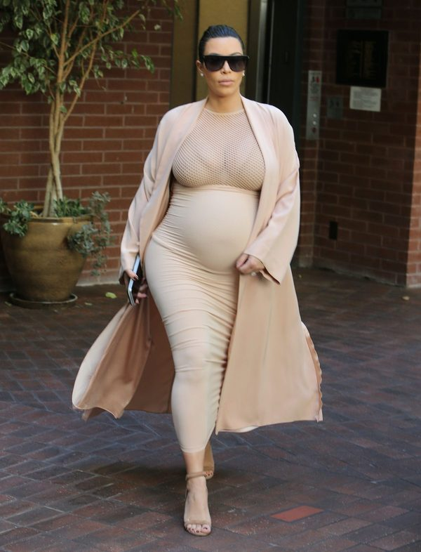 Kim Kardashian wyznacza nowy kanon piękna (FOTO)