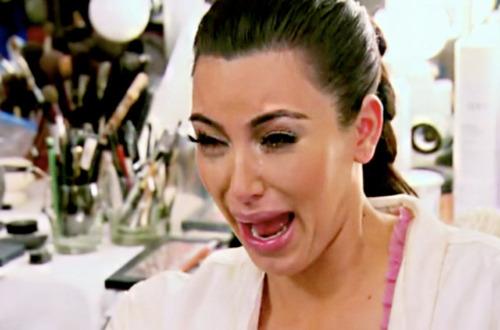 Kim Kardashian: Czarny papier zostawia czarne kropki...