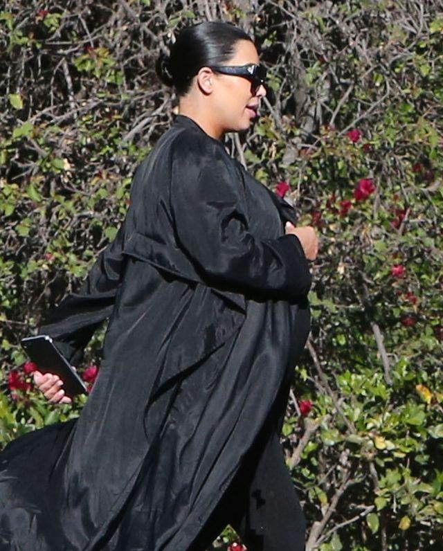 Beyonce zaczyna wyglądać w ciąży jak... Kim Kardashian! (Instagram)