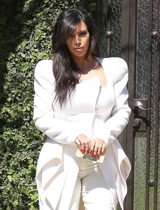 Kim Kardashian wraca do okropnych strojów (FOTO)