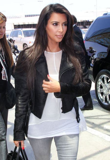 Kim Kardashian zakrywa łuszczycę sztuczną opalenizną