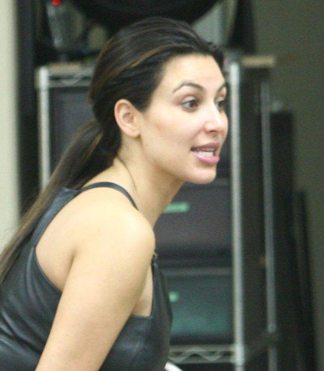 Kim Kardashian bez makijażu i bez Kanye (FOTO)