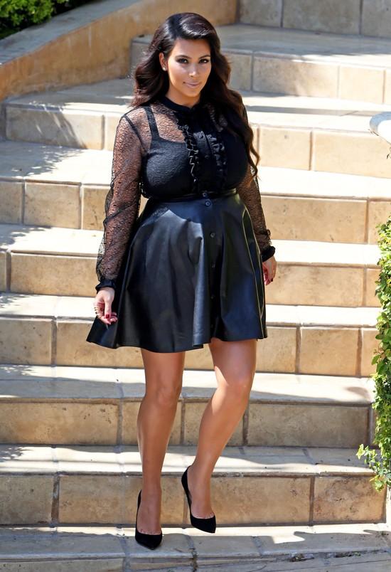 Kim Kardashian ma już coraz bardziej widoczny brzuszek (FOTO