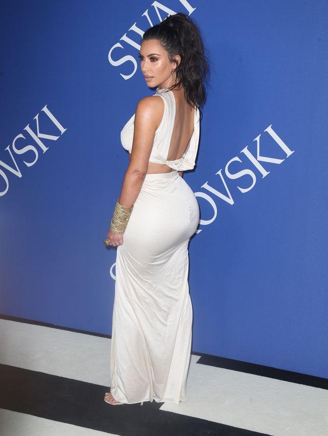 Kim Kardashian jak egipska księżniczka z odsłoniętym brzuchem (ZDJĘCIA)