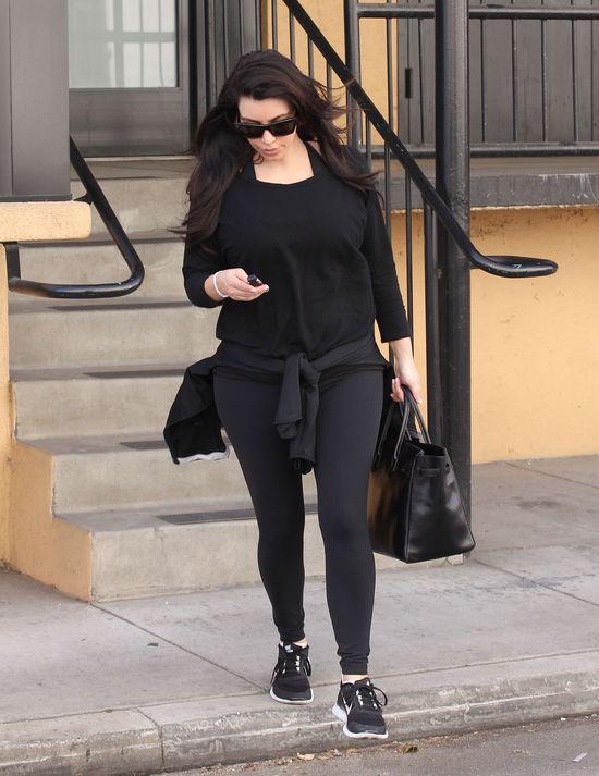 Kim Kardashian nie rezygnuje z ćwiczeń na siłowni (FOTO)