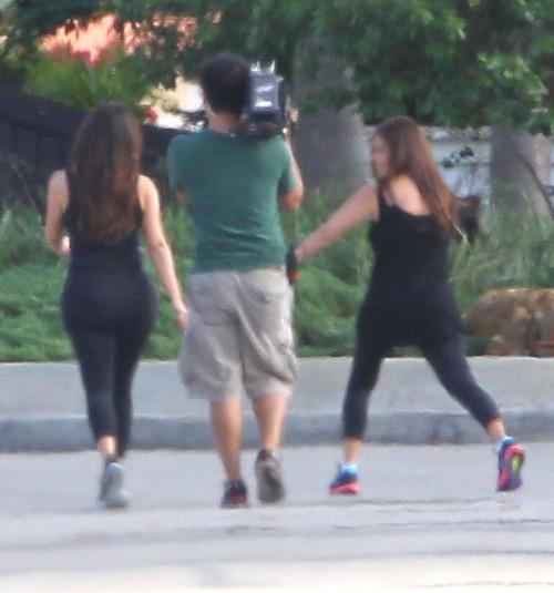 Poranny jogging Kim i Kourtney Kardashian (FOTO)