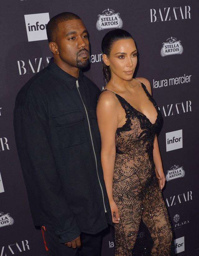 Worki pod oczami? Kim Kardashian przyszła na pokaz Balenciagi BEZ MAKIJAŻU! (INS