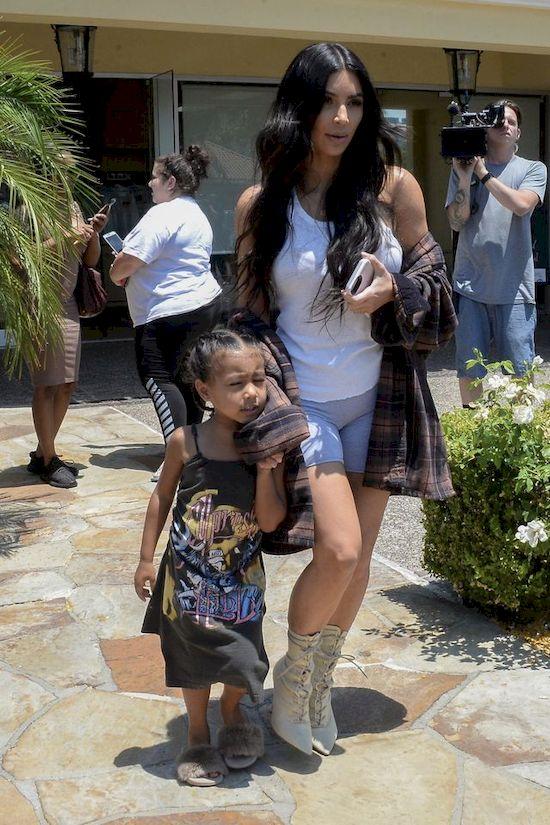 Tłumaczenie Kim Kardashian w sprawie narkotyków budzi wiele pytań