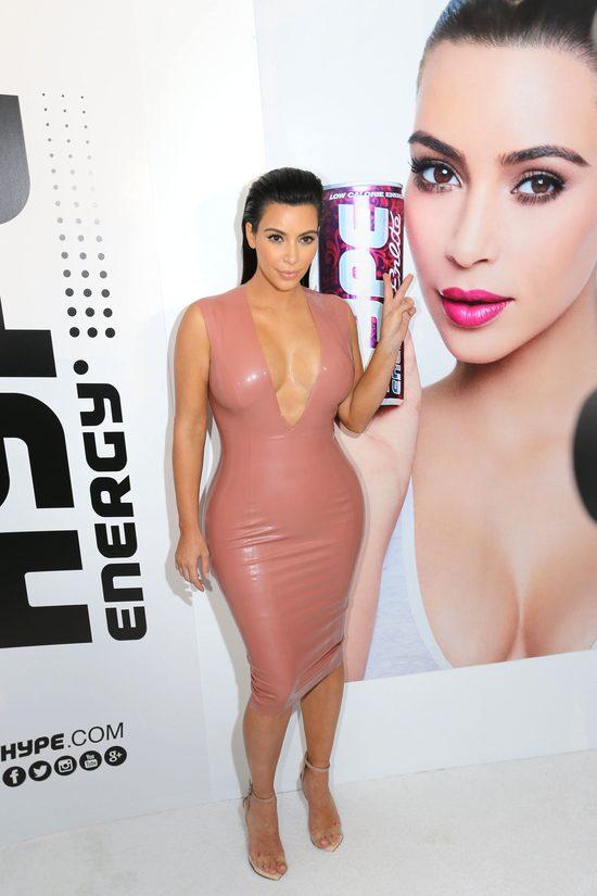 Kim Kardashian jak parówka w lateksie (FOTO)