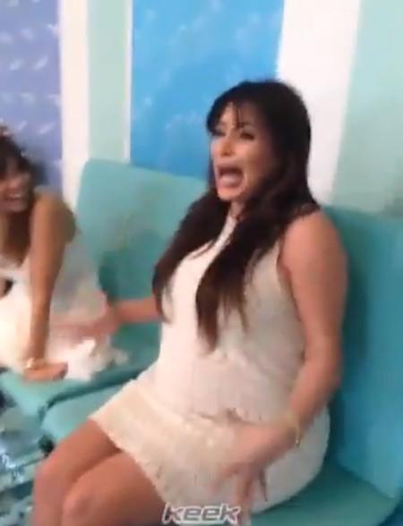 Kim Kardashian spanikowała podczas rybiego pedicure (FOTO)