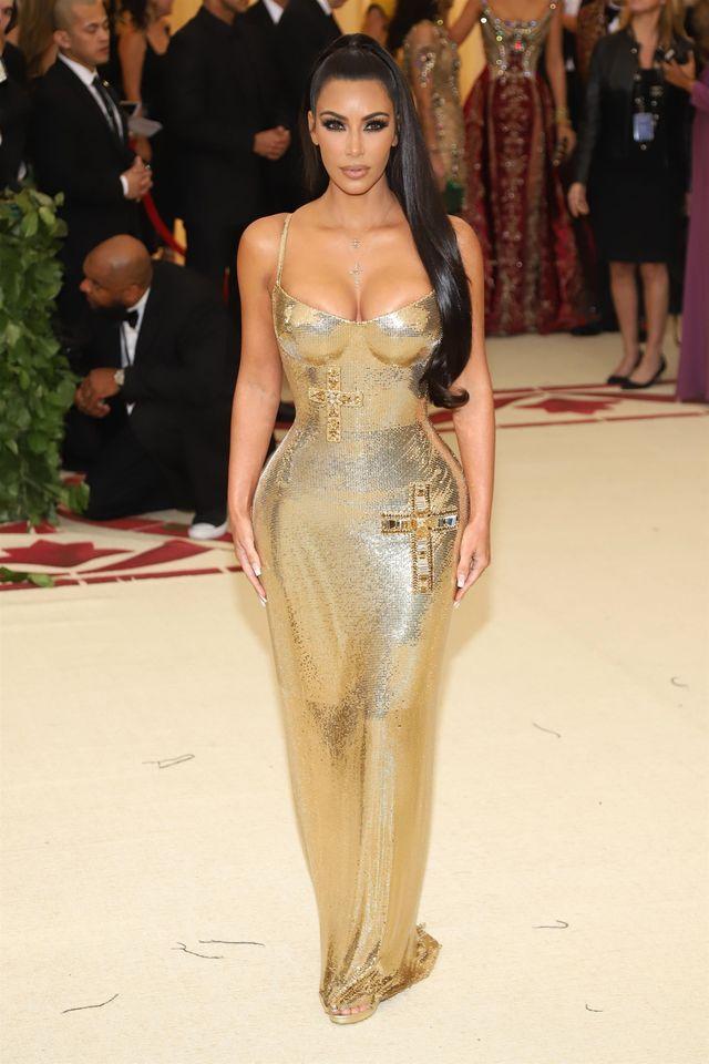 Po plotkach o ROZWODZIE, Kim Kardashian pojawiła bez Kanye'go na Met Galii
