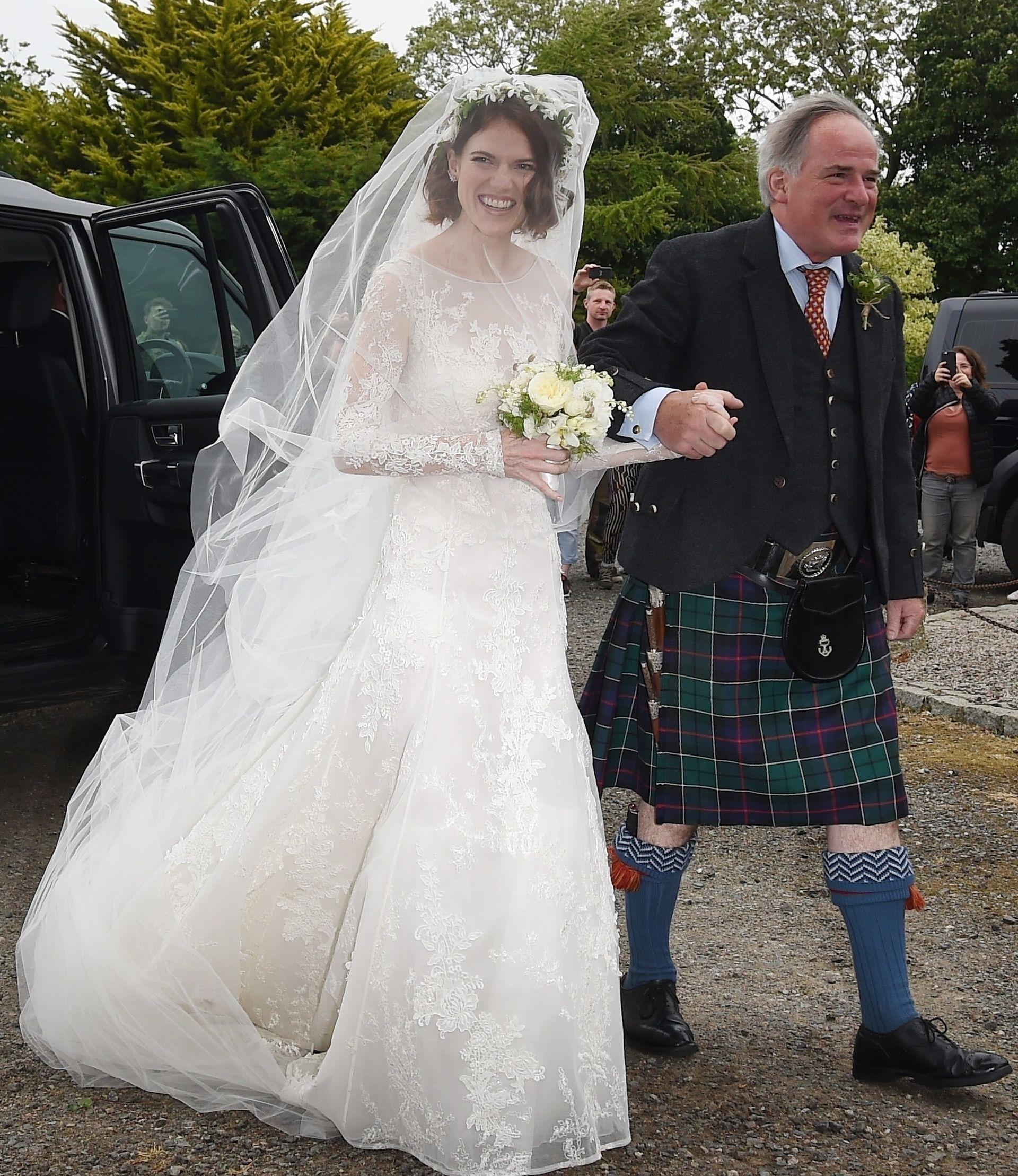 Gwiazdy Gry o tron wzięły ślub. Piękna kreacja Rose Leslie! (ZDJĘCIA)