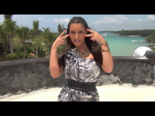 Kardashianki w bikini kręcą pupami [VIDEO]