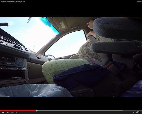 SZOK. Urodziła dziecko w samochodzie [VIDEO]