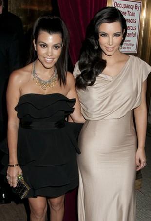 Tak zmieniły się Kourtney i Kim Kardashian (FOTO)