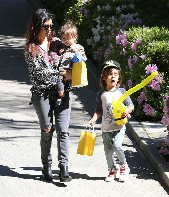 Kourtney Kardashian zabrała dzieci na ustawkę (FOTO)