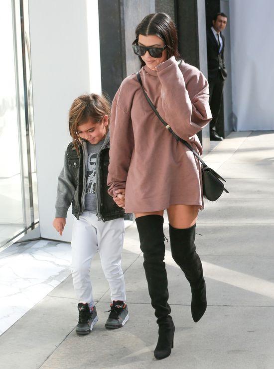 Kourtney Kardashian zapomniała założyć spodni? (FOTO)