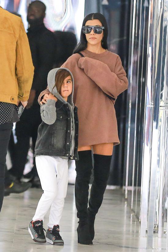 Kourtney Kardashian zapomnia�a za�o�y� spodni? (FOTO)